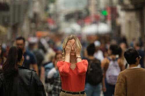 Hva er symptomene på agorafobi?