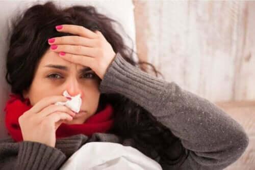 En kvinne med influensa
