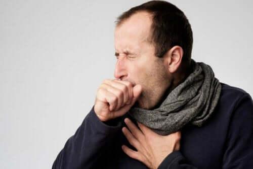 Mann med tørrhoste