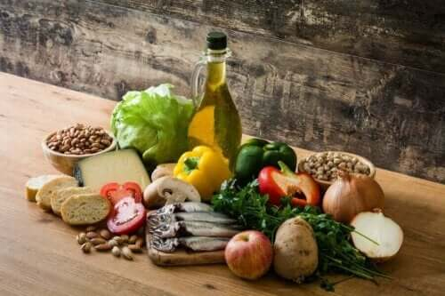 Mat fra middelhavskosthold som påvirker tarmhelsen, inkludert fisk, frukt, grønnsaker og nøtter