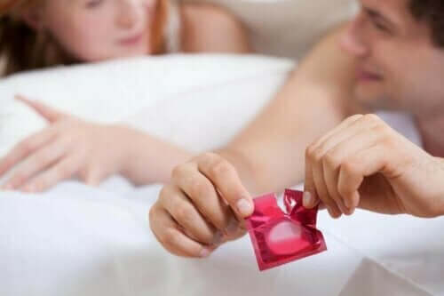 Par i sengen.