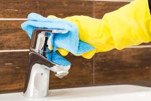 Person som vasker.
