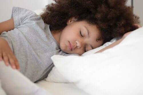 Sovende jente