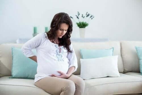 En gravid kvinne er bekymret