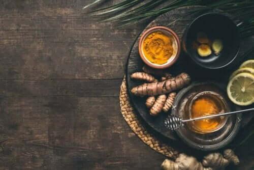 Gurkemeie og sitron
