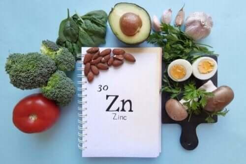 Bok med sink og matvarer