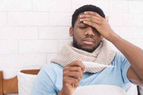 En mann med feber.
