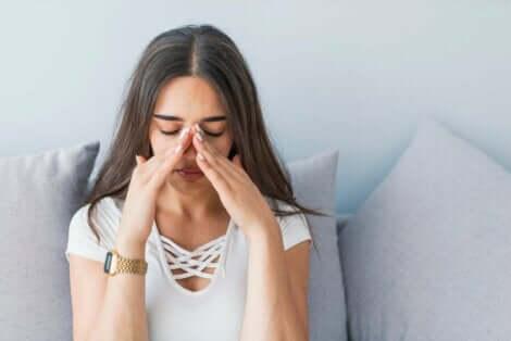 Kvinne med bihulebetennelse