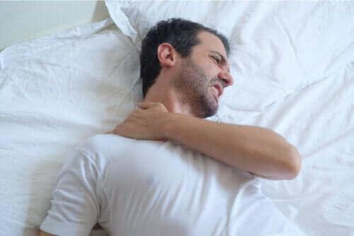 Råd for å sove med senebetennelse i skulderen
