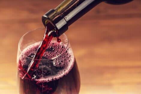 Rødvin i et glass