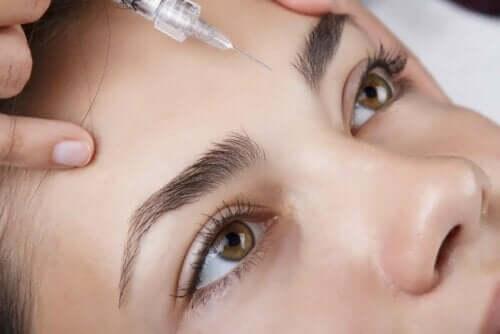 En kvinne i ferd med å få Botox.