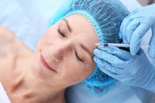 En kvinne som får Botox.