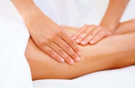 Råd for å tone lårene dine: massasje