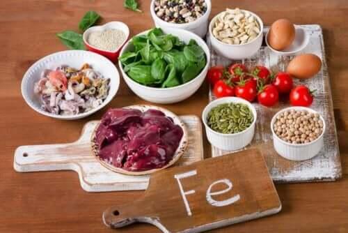 En rekke matvarer med et høyt innhold av jern.