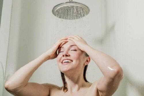 Ta en kald dusj om morgenen.