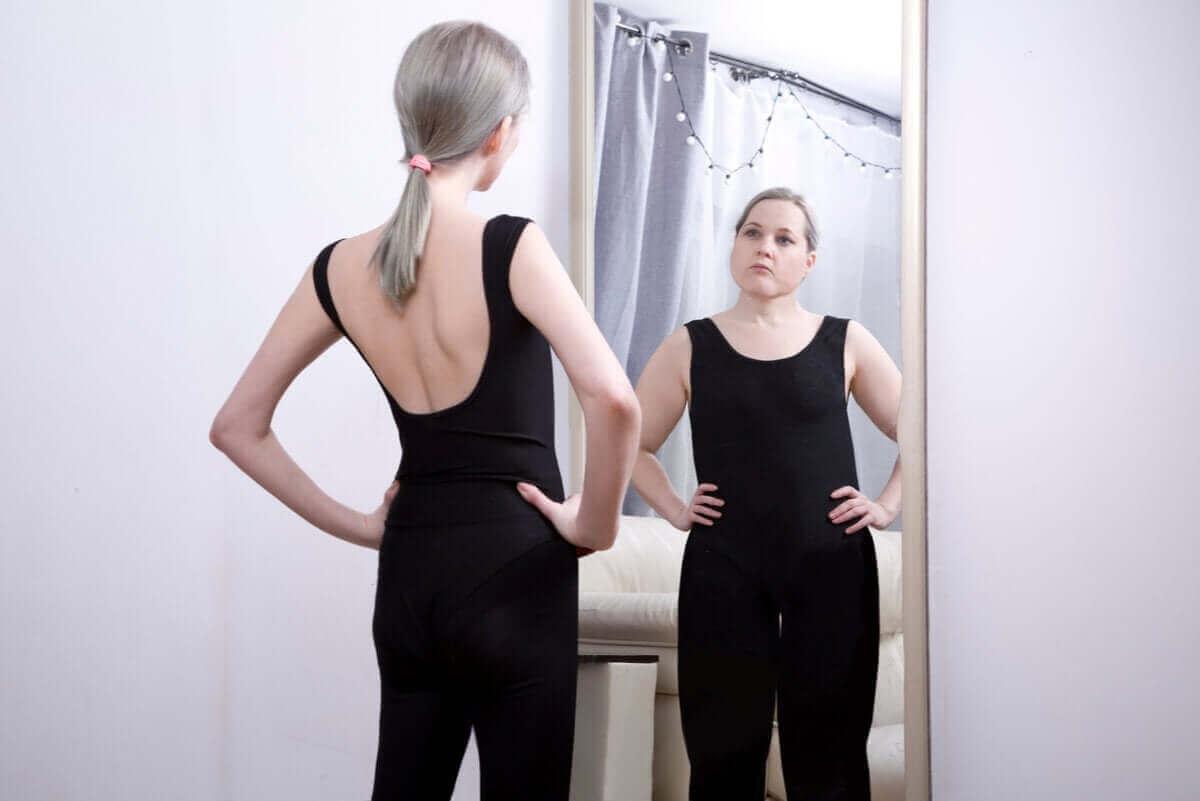 En kvinne med et forvrengt kroppsbilde