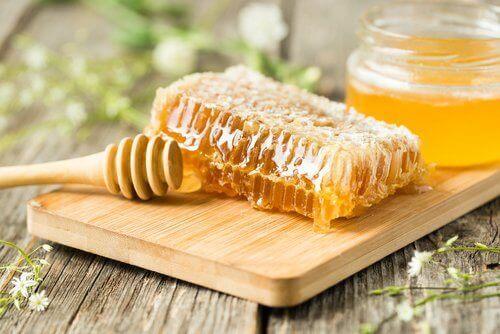 Bekjemp forkjølelses- og influensasymptomer med honning