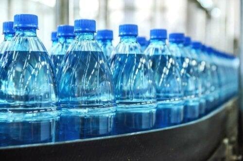 Mineralvann på flaske.