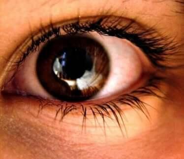 Pupillene trekker seg sammen