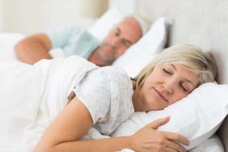 Råd mot å snakke i søvne