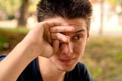 Hva er årsakene til rennende øyne?