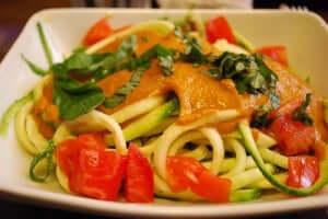 spaghetti med tomater og saus