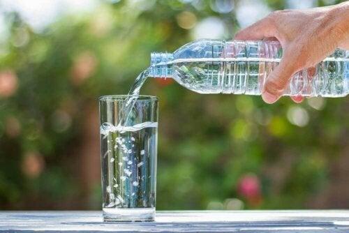 Velg den beste typen mineralvann.