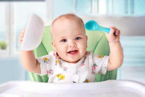 Alt om å introdusere fast føde til babyer