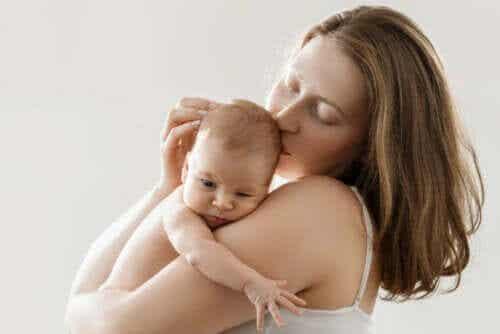 Hud-mot-hud-kontakt: Vesentlig etter fødsel