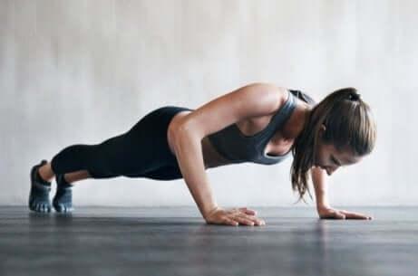 Få større bryster med treningsøvelser
