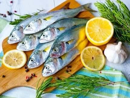 Fisk med diverse grønnsaker