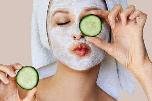 Hvordan fungerer ansiktsmasker på huden?
