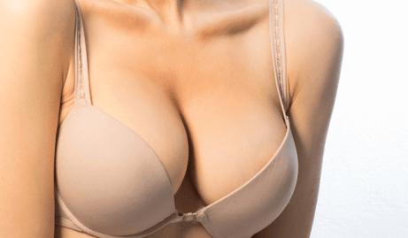 Kosmetisk behandling for å få brystene du ønsker deg