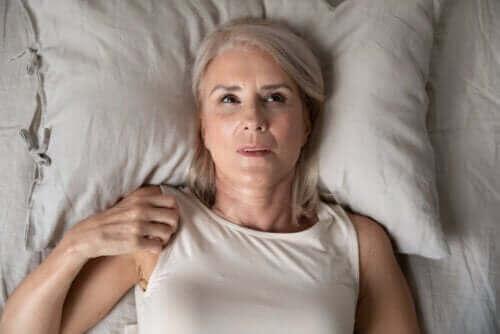 Nattlig angst: Årsaker og hvordan du kan overvinne det