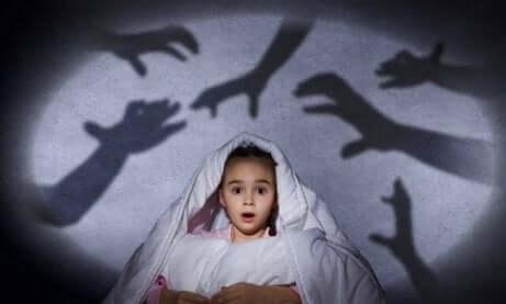 Barn redd for mørket