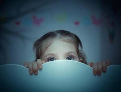 Redd jente - overvinne frykten mot mørket