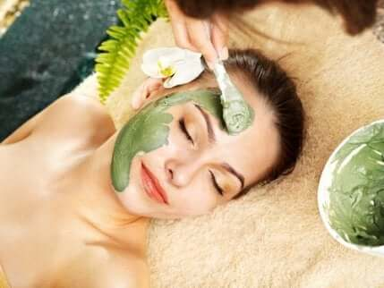 Ansiktsmasker er et utmerket alternativ for hudpleie