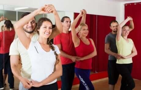 En gruppe som danser