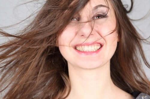 En person som har det bra med seg selv, vil kunne smile ofte. Smil er hyggelig og vennlig.