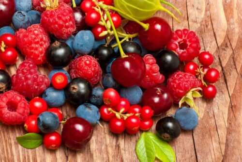 En rekke røde bær.