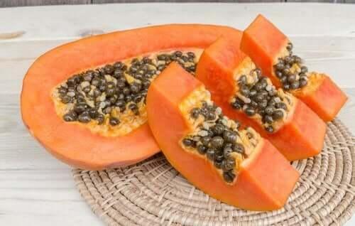 Hårbehandling med papaya og kokosolje