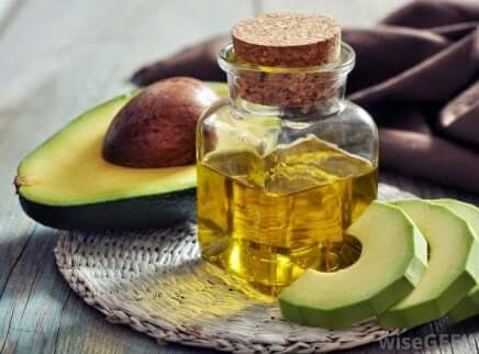 Hjemmelagde hårbehandlinger for splittede tupper: Avokado og arganolje