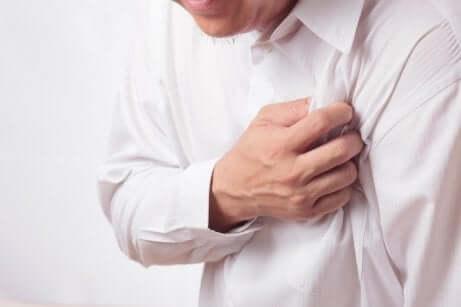 Hjerteinfarkt eller angina kan gi smerter i underarmene