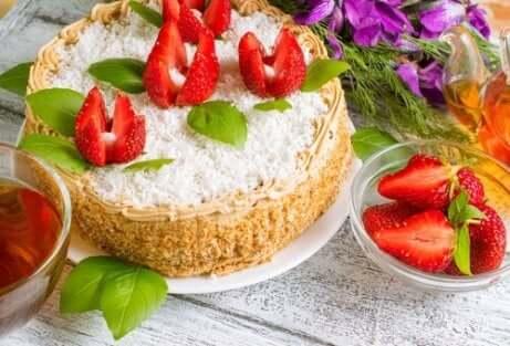 Ostekake med jordbær