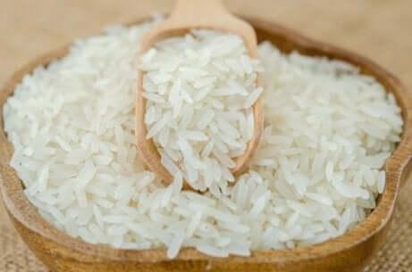 Rispulver har blitt brukt i århundrer for skjønnhetsformål av kvinner i Asia.