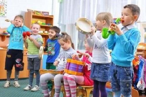 Barn med autisme og musikk.