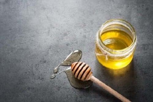 En krukke med honning.