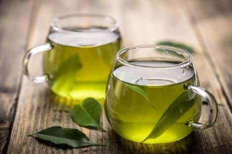 grønn te i to kopper