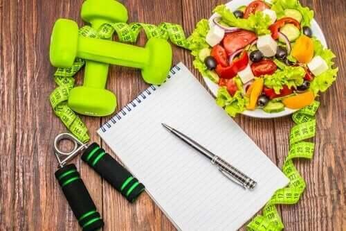 Treningsutstyr og fruktsalat