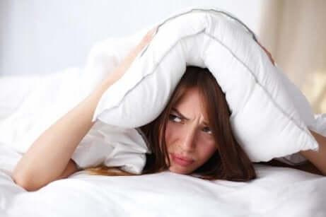 kvinne med søvnproblemer